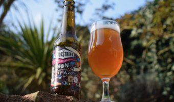 Bottle and glass Vandestreek Playground IPA