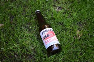 Kompaan Badgast Ripped bottle on grass