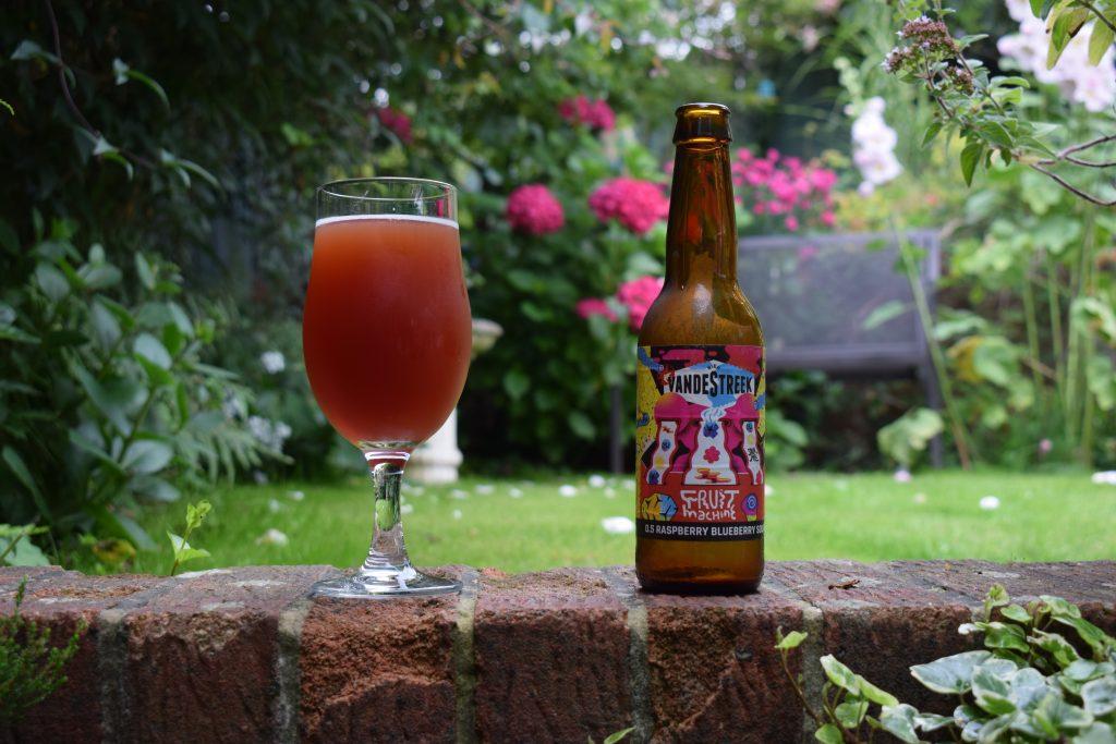 Vandestreek Fruit Machine beer in glass with bottle