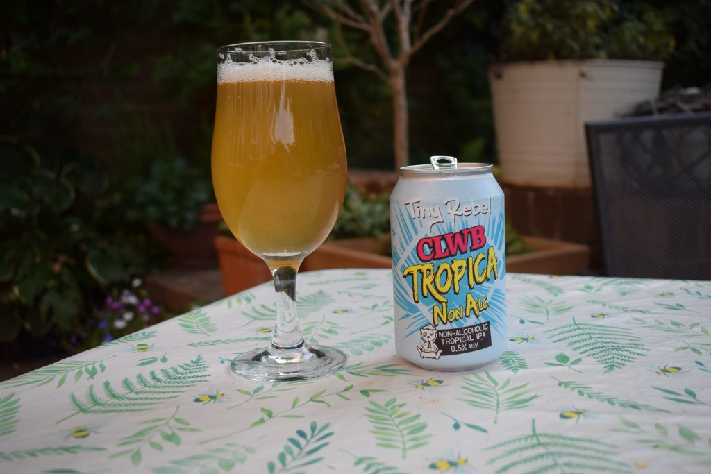 Clwb Tropica Non Alc can and glass